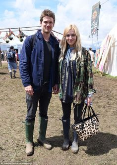 Give it some welly! Fearne and Jesse seemed in good spirits as they trekked through the mud soaked fields hand in hand. Posing together for a snap, the couple looked chirpy as they beamed for the camera Fearne Cotton, Good Spirits, Cotton Style, Festival Fashion, Mud, Cosy, Fields, Indie