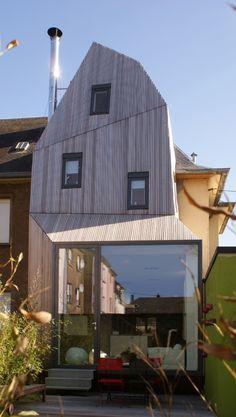 Extension in a Cité Jardin / STEINMETZDEMEYER Architectes Urbanistes