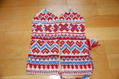 Kautokeino mittens to make? Hippie Crochet, Mittens Pattern, Fair Isle Knitting, 2 Ply, Winter Accessories, Months In A Year, Keep Warm, Traditional Design, Hand Warmers
