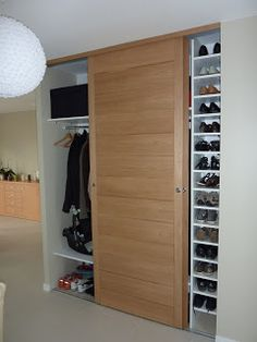 armoire de chambre classique en bois a porte coulissante