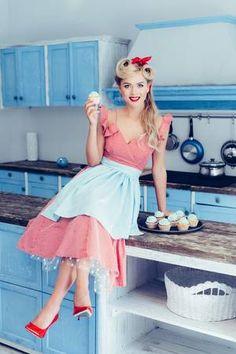 Dress Sites, Vintage Housewife, Domestic Goddess, Embroidery Fashion, 1960s Fashion, Pin Up Girls, I Dress, Pretty Dresses, Retro Vintage