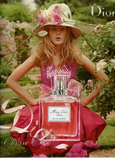 Miss Dior Chérie with garden roses! I liked the last campaign of Miss Dior Chérie perfume (above) with a rose. This time, the new campaign (below) is more generous with flowers and we find Miss Dior in a garden of roses. Without a preference for the product, I quite like theses images and they make me want to try the fragrance. The power of Advertising!