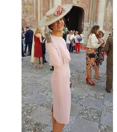 La Masía Les Casotes | Invitada Perfecta #boda #invitada #moda #inspiracion Races Fashion, Fashion Outfits, Tea Party Outfits, Classy Women, Royal Fashion, Formal Gowns, Diana, Hats For Women, Mother Of The Bride
