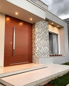 A super modern entrance! Who also loves big woody doors? Home Door Design, Main Door Design, House Front Design, Small House Design, Modern House Design, Modern Entrance Door, House Entrance, Bungalow Haus Design, Modern House Facades