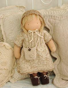 Waldorf doll love the knitwear! Minha vó fazia boneca assim pra mim.