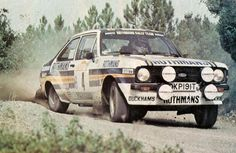 One of the most famous Ford Escort drivers - Ari Vatanen 1981 Sanremo Classic Race Cars, Ford Classic Cars, Old American Cars, Ford Rs, Rally Raid, Old Fords, Ford Escort, Vintage Race Car, Car Photos