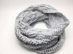 Hæklet Tube tørklæde Tørklædet er hæklet i Cream mælkegarn fra Viking, som er 78% Mælkefibre og 22% Nylon. Det er uden tvivl det blødeste garn jeg har haft i hænderne, og kan slet ikke beskrives. Det skal opleves. Mælkefibre ertemperaturregulerende, hvilket betyder at du kan bruge det både vinter og sommer. Desudenanses mælkegarn for at være både helbredende på eksem og bakteriefrastødende, og egner sig særdeles godt til mennesker med følsom og sart hud. Det er virkelig Luksus garn til en… Crochet Scarves, Crochet Clothes, Crochet Basics, Crochet Accessories, Diy And Crafts, Crochet Patterns, Clothes For Women, Knitting, Inspiration