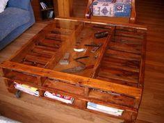 Amueblar la casa con muebles fabricados a partir de madera de palet es posible. Aquí vemos ideas para fabricar mesas, sillas, camas..