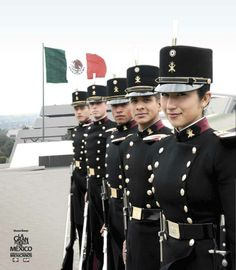 American Uniform, Mexican Army, Academia Militar, Ww1 Soldiers, Royal Guard, Female Soldier, Military Women, Suit Of Armor, Girls Uniforms