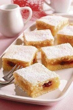 Vláčny zákusok: Jablkové rezy z tvarohového cesta Czech Desserts, Sweet Desserts, Sweet Recipes, Baking Recipes, Cookie Recipes, Czech Recipes, Healthy Cookies, Food 52, Desert Recipes