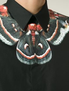 #givenchy #shirt #prints #black #mens #collarprint #butterflies www.jofre.eu