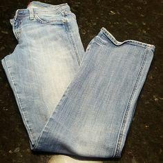 LADY'S VIGOSS BOOTLEG LIGHT WASH JEANS VIGOSS Jeans LIGHT WASH  SIZE 11 Slight Distressing Style P1421J  Zip Fly 98% Cotton  2 Spandex Vigoss Jeans Boot Cut