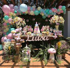 """775 curtidas, 15 comentários - Um dia de Festa 🇧🇷 (@umdiadefesta) no Instagram: """"Jardim encantado ao ar livre! Que mimo! . . . Por @jessicabaloes - Um pouquinho mais de perto!…"""" Cute Baby Shower Ideas, Baby Shower Themes, Butterfly Decorations, Birthday Decorations, Baby Party, Baby Shower Parties, First Birthday Theme Girl, Peach Baby Shower, Butterfly Garden Party"""