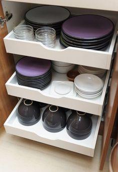 Cozy Kitchen Organization Decor Ideas And Beautiful Remodel 29 Kitchen Storage Solutions, Diy Kitchen Storage, Kitchen Cabinet Organization, Cozy Kitchen, White Kitchen Cabinets, Home Decor Kitchen, Kitchen Furniture, Home Organization, Home Kitchens