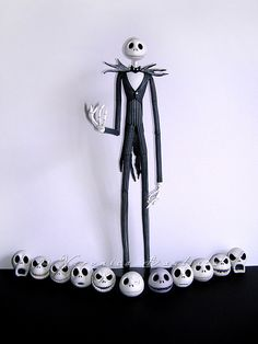 Jack Skellington with detachable heads. Halloween Signs, Vintage Halloween, Happy Halloween, Tim Burton Style, Tim Burton Art, Christmas Love, Christmas Crafts, Nightmare Before Christmas Dolls, Jack Y Sally