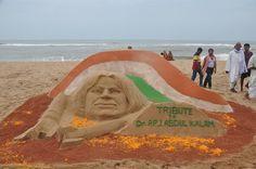 Sand artist Manas Kumar Sahoo's sand sculpture on Dr. APJ Abdul Kalam in #Puri #Odisha #SandArt