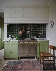 34 Vintage Kitchen Design and Decor Ideas that Stand the Test of Time - The Trending House Home Interior, Kitchen Interior, New Kitchen, Kitchen Dining, Kitchen Cabinets, Kitchen Ideas, Kitchen Trends, Interior Design, Beautiful Kitchens