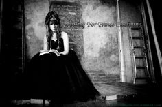 http://fc04.deviantart.net/fs71/i/2012/273/5/c/waiting_for_prince_charming___by_themorningstarxiii-d5gf61r.jpg