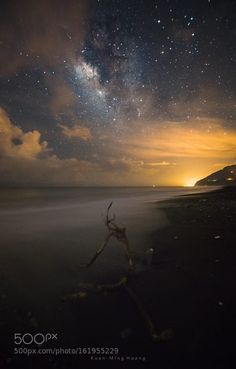 Lonely dead tree  desolate sands  Image credit: http://ift.tt/29kcZFh Visit http://ift.tt/1qPHad3 and read how to see the #MilkyWay  #Galaxy #Stars #Nightscape #Astrophotography