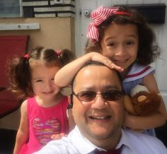 Thank you!  Because of the trust of the customers of @LitProServ I am able to better enjoy my daughters. Look at how happy they are to be with daddy at daycare in the morning. #thankful #litproserv #thankyou  #weloveourclients #in #daughter #middp #ciddp #selfie #selfietour #selfieking #litigation #miamilawyer #yositesirvoesepapel #