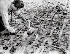 BUILDING CITY MAN PLACING BUILDING