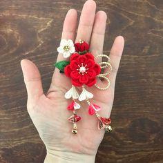 Kanzashi Flowers, Felt Flowers, Flowers In Hair, Fabric Flowers, Fabric Origami, Japanese Hairstyle, Ribbon Art, Diy Hair Accessories, Japanese Fabric