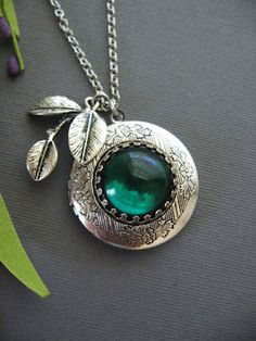 Lovely emerald necklace- would like this for xmas hehe