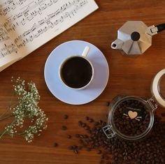 """coffeebeans by """"coffee pirates - vienna coffee roasters"""": 100% organic, carfully hand-roasted in vienna, austria."""