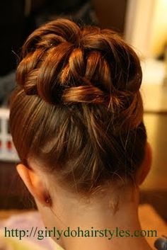 Great blog!  Tons of little girl hairstyle ideas!