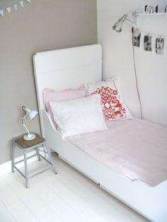 Meisjeskamer in Scandinavische stijl.