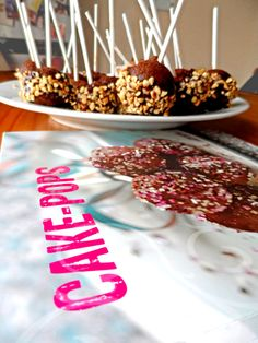 Ferrero Rocher Cake Pops made with our Gusta Giftset (includes recipe book!) #cakepops