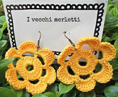 Crochet flower earrings: handmade by I Vecchi Merletti (INFO: https://www.facebook.com/ivecchimerletti?fref=ts)