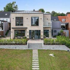 #arkitekttegnet #funkishus #funkis #architecture #2plan #house #modern #arkitektur Vejle, Home Fashion, Garage Doors, Bear, Mansions, Architecture, House Styles, Outdoor Decor, Inspiration