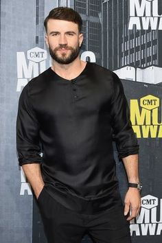 Sam Hunt is all decked out in black on the red carpet at the 2017 CMT Music Awards (Michael Loccisano/Getty Images).