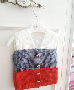 Small vest for newborns … - Babykleidung Crochet For Boys, Knitting For Kids, Crochet Baby, Baby Knitting Patterns, Crochet Blanket Patterns, Knitted Baby Cardigan, Baby Pullover, Half Sweater, Baby Girl Vest