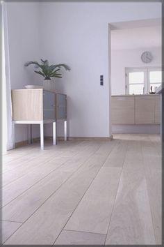 Je ruimte groter laten ogen? Kies muurplinten in dezelfde kleur als de vloer.