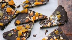 Nibble on creamy dark chocolate bark from our friend, Dietitian Debbie Dishes. It's simply made by melting dark chocolate, and adding in your favorite nut and dried fruits. These homemade treats ar. 200 Calories, Heart Healthy Recipes, Healthy Treats, Healthy Foods, Eating Healthy, Healthy Choices, Clean Eating, Kale And Spinach Smoothie, Dark Chocolate Almond Bark