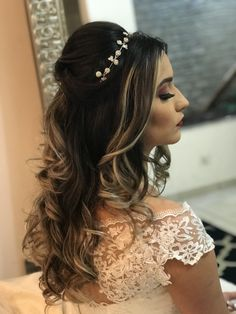 Penteado solto para noiva Penteado solto para noiva Penteado solto para noiva The post Penteado solto para noiva appeared first on Dress Model… in 2020 Quince Hairstyles, Prom Hairstyles For Short Hair, Indian Wedding Hairstyles, Loose Hairstyles, Bride Hairstyles, Updo Hairstyle, Wedding Hair Side, Bridal Hair, Wedding Updo