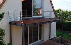 Balkon mit Holzbelag Balkon mit Holzbelag The post Balkon mit Holzbelag appeared first on Terrasse ideen. Balcony Grill, Balcony Railing, Deck Railings, Patio Roof, Balcony Curtains, Outdoor Curtains, Steel Deck, Balkon Design, Wooden Door Design
