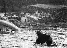 9 Agosto 1945: il fotografo militare Yosuke Yamahata immortala la città distrutta dalla bomba atomica.