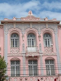 Pink and gray can be so pretty. This house facade is decorated like a wedding cake and the colors look great on it!