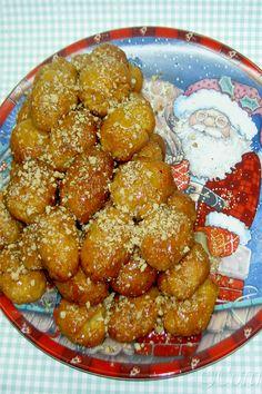 Μελομακάρονα Greek Desserts, Greek Recipes, Greek Christmas, Christmas Time, Xmas Food, Pretzel Bites, Christmas Cookies, Sweets, Cooking