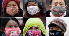 Um verdadeiro desfile de máscaras antipoluição tomou as ruas de Pequim. O colorido das máscaras contrasta com o cinza, quase preto, das partículas de fumaça suspensas na atmosfera da capital chinesa, que está sob alerta vermelho para a poluição do ar