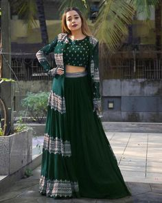 Indian Bridesmaid Dresses, Party Wear Indian Dresses, Indian Gowns Dresses, Indian Bridal Outfits, Dress Indian Style, Indian Fashion Dresses, Indian Designer Outfits, Girls Fashion Clothes, Designer Party Wear Dresses