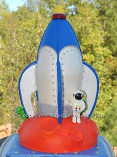 Coolest Space Rocket Cake... a boy's homemade birthday cake idea.