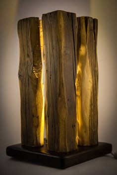 How To Make a Cardboard Lamp Shade Driftwood Lamp, Driftwood Crafts, Table Lamp Wood, Wooden Lamp, Lamp Design, Wood Design, Small Woodworking Projects, Reclaimed Wood Art, Log Furniture