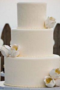 White flowered cake