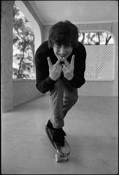 Beatlemaníaca desde eu ainda me surpreendo com fotos incríveis dos Beatles [e que eu NUNCA tinha visto na vida]. Beatlemaniac since I am still surprised by incredible pictures of the Beatles [and that I had NEVER seen in my life]. Ringo Starr, George Harrison, Paul Mccartney, Pop Rock, Rock And Roll, Mundo Musical, Music Rock, Hippie Man, John Lennon Beatles