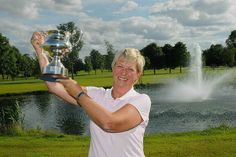Sheena O?Brien Kenney of Grange Golf Club holds the Irish Senior Womens? Close Championship trophy aloft after beating Mary McKenna of Donabate in the final at Hollystown Golf Club.  Photo: Ronan Quinlan     Tips on the best golf clubs for lady golfers.  Honest reviews by women for women.  Only womens golf clubs on our review site.