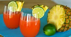 Check out some tips on how to wow your family with some authentic Jamaican rum punch. MUST READ Refreshing Drinks, Summer Drinks, Christmas Punch Alcohol, Carribean Food, Caribbean Recipes, Rum Punch Recipes, Drink Recipes, Jamaican Party, Apple Pie Moonshine